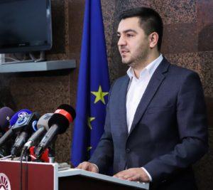 Крешник Бектеши-Министер за економија